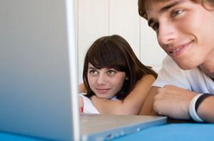 Cuatro de cada diez jóvenes creen que Internet no tiene riesgos