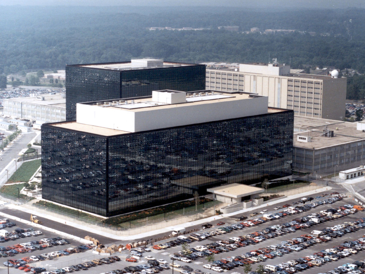 ∞ La NSA instaló software espía en 100.000 ordenadores en todo el mundo