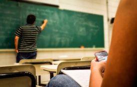Francia prohíbe el uso de celulares en aulas de clases